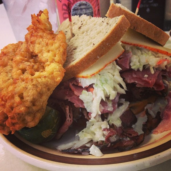 Foto diambil di Manny's Cafeteria & Delicatessen oleh Patrick L. pada 4/13/2013