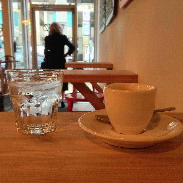 Photo prise au Bow Truss Coffee par Josh C. le4/11/2013