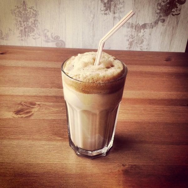 Foto tirada no(a) Cotta Coffee por Gunes O. em 5/13/2013