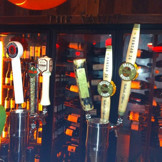 Foto tirada no(a) The Cellar por Angie em 10/28/2012