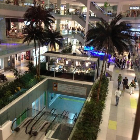 รูปภาพถ่ายที่ Athens Metro Mall โดย Avgi A. เมื่อ 10/12/2012