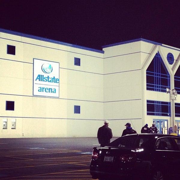 รูปภาพถ่ายที่ Allstate Arena โดย Dan C. เมื่อ 11/28/2012