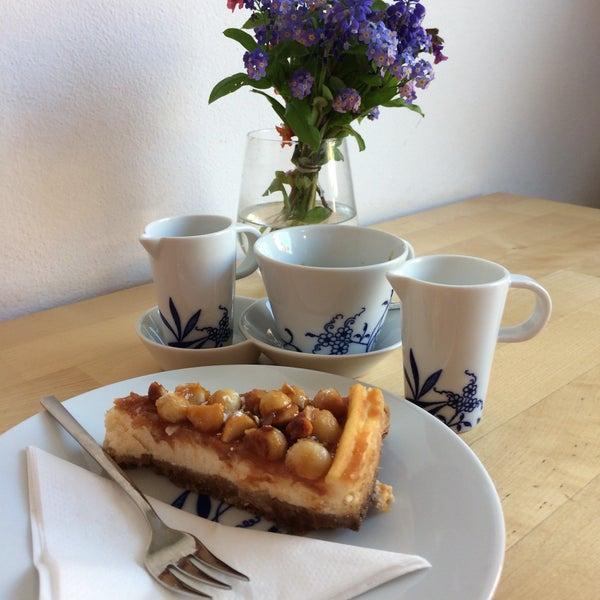 Foto diambil di Mikyna Coffee & Food Point oleh Marty C. pada 5/8/2017
