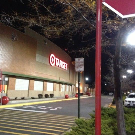 Снимок сделан в Target пользователем Rosie F. 11/8/2012