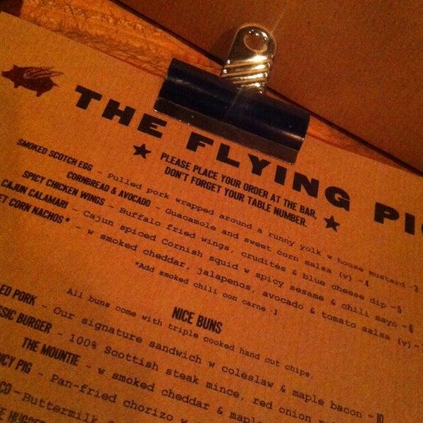 Foto tomada en The Flying Pig por Layla R. el 11/23/2013