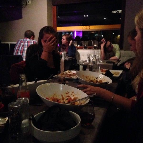 Photo prise au Noa Resto-Lounge-Bar par Sharon A. le11/15/2014