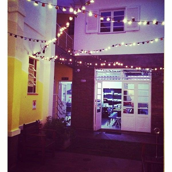 Foto tirada no(a) Brick Hostel por Anastácia C. em 12/5/2014