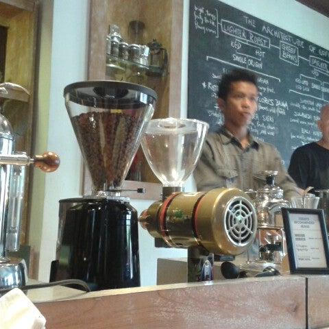 4/13/2013 tarihinde Rima A.ziyaretçi tarafından Seniman Coffee Studio'de çekilen fotoğraf