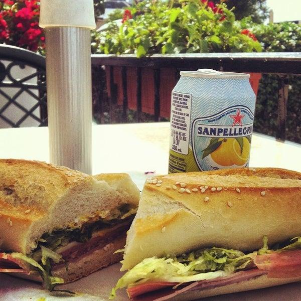 Das Foto wurde bei Mona Lisa Italian Restaurant von Hunter R. am 10/23/2012 aufgenommen