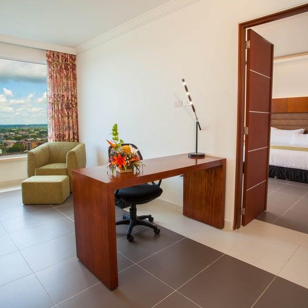 Nuestras habitaciones Junior Suite son las mas amplias, cuentan con balcon para divisar la ciudad y su amanecer.