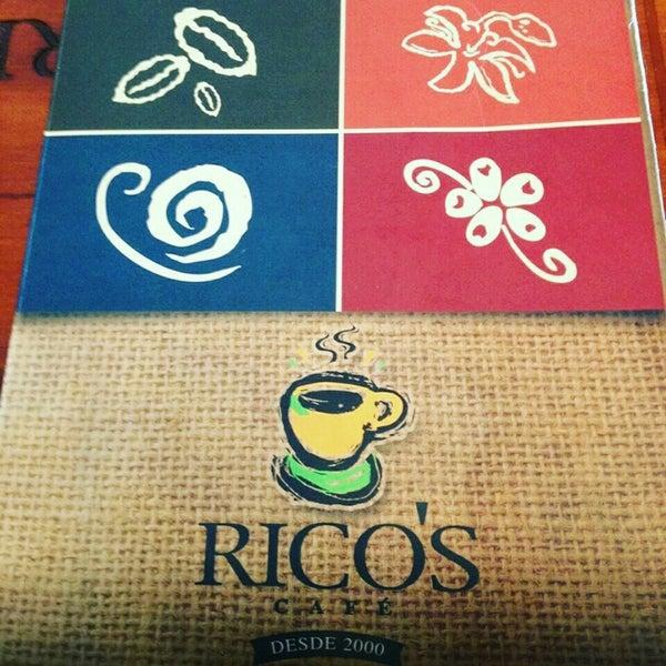 Foto tomada en Rico's Café Zona Dorada por Chris G. el 10/2/2015