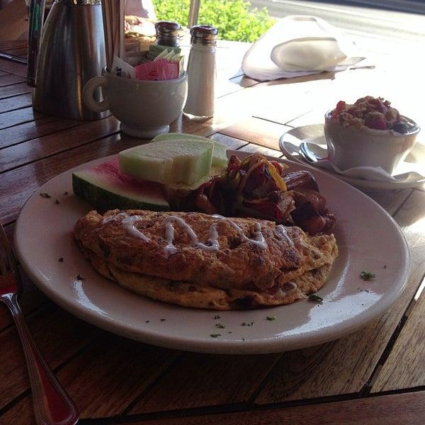 Photo prise au Breakfast Club par CJ le6/12/2013
