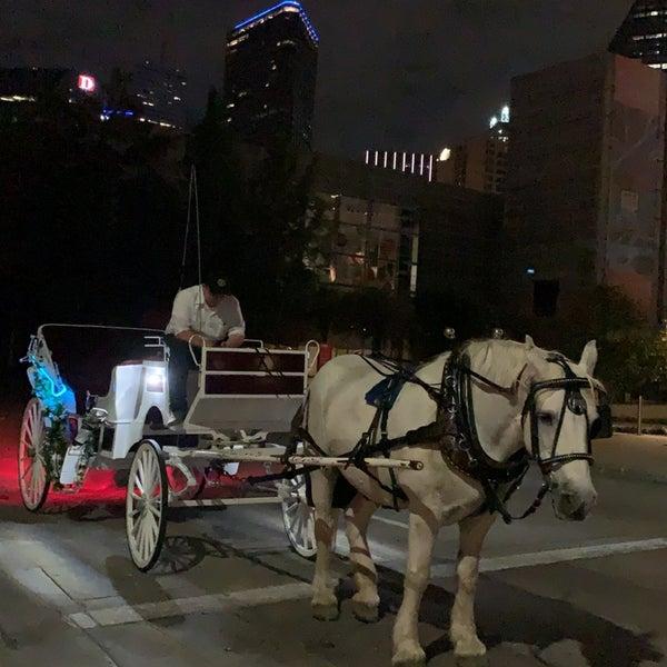 Foto diambil di Uptown Dallas oleh Mishari Manso  ✈️ pada 10/19/2020