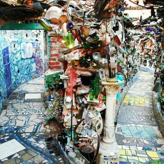 Foto scattata a Philadelphia's Magic Gardens da Catherine Z. il 12/31/2012