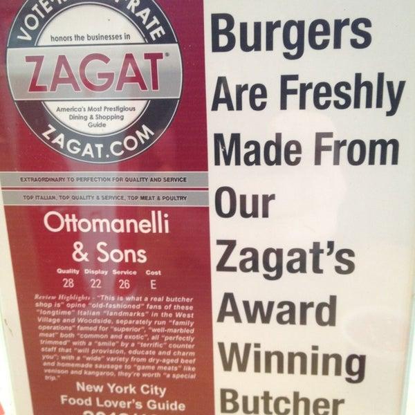 Foto tomada en F. Ottomanelli Burgers and Belgian Fries por Frank C. el 1/21/2013