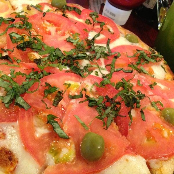 Foto tomada en Central de Pizzas por Rocío Q. el 1/10/2013