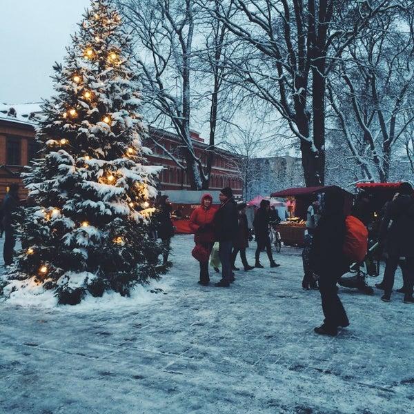 Foto scattata a Vanhan Suurtorin Joulumarkkinat da Alisa P. il 11/22/2014