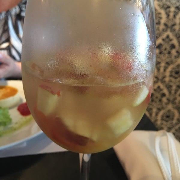 รูปภาพถ่ายที่ Restaurante Almodovar โดย Debora M. เมื่อ 1/5/2018