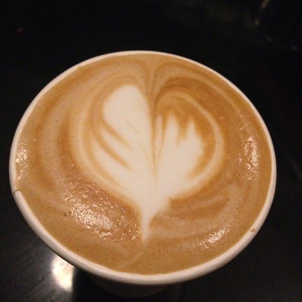 Das Foto wurde bei Double Dutch Espresso von Rose T. am 1/3/2015 aufgenommen