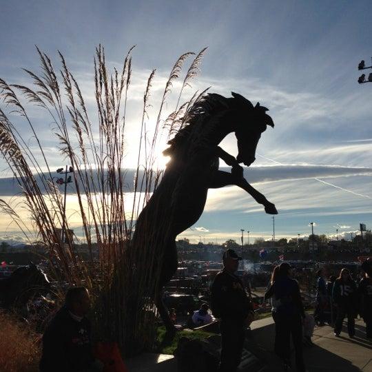 Foto diambil di Broncos Stadium at Mile High oleh Matthew M. pada 10/28/2012