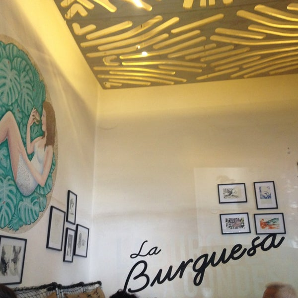 รูปภาพถ่ายที่ La Burguesa โดย Eldy C. เมื่อ 9/19/2013