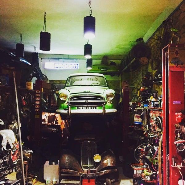 Le petit garage bar in paris - Le garage restaurant montbonnot ...