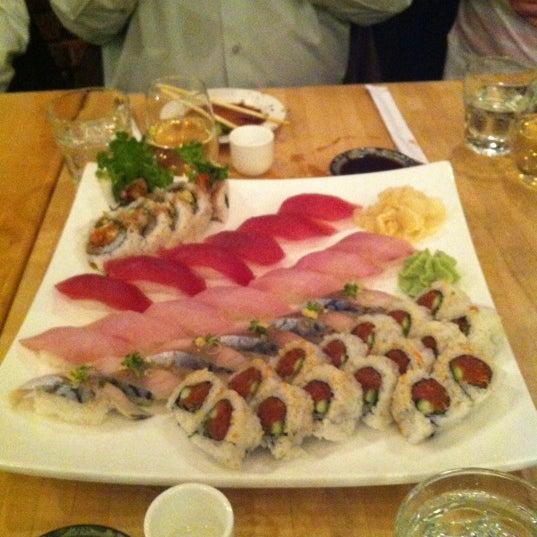 รูปภาพถ่ายที่ Sushi Tora โดย Daniel V. เมื่อ 3/6/2013