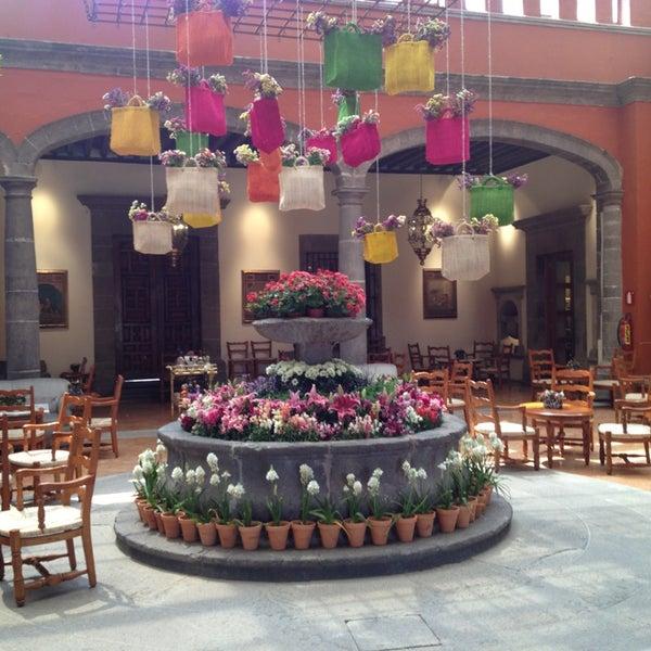 รูปภาพถ่ายที่ Hacienda de Los Morales โดย Ciaran Q. เมื่อ 4/22/2013