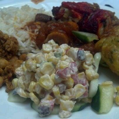 Photo prise au 2 Darbar Grill Fine Indian Cuisine par Corey W. le5/22/2012