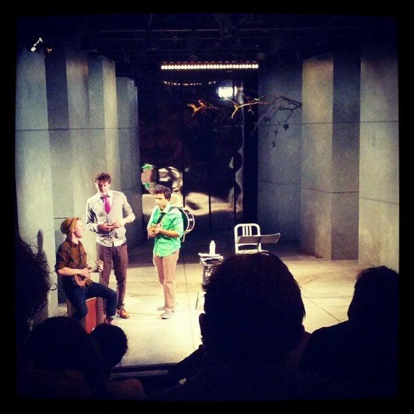 Das Foto wurde bei New Ohio Theatre von Chelsa am 9/24/2012 aufgenommen