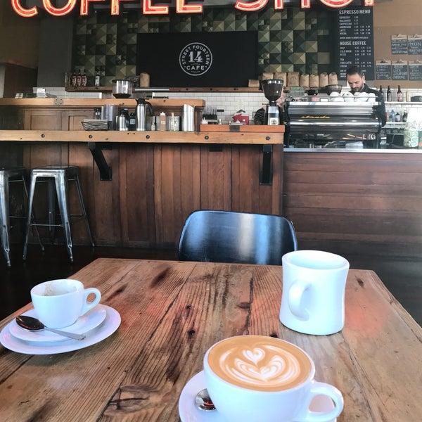 Foto diambil di Street 14 Cafe oleh Car C. pada 10/15/2017