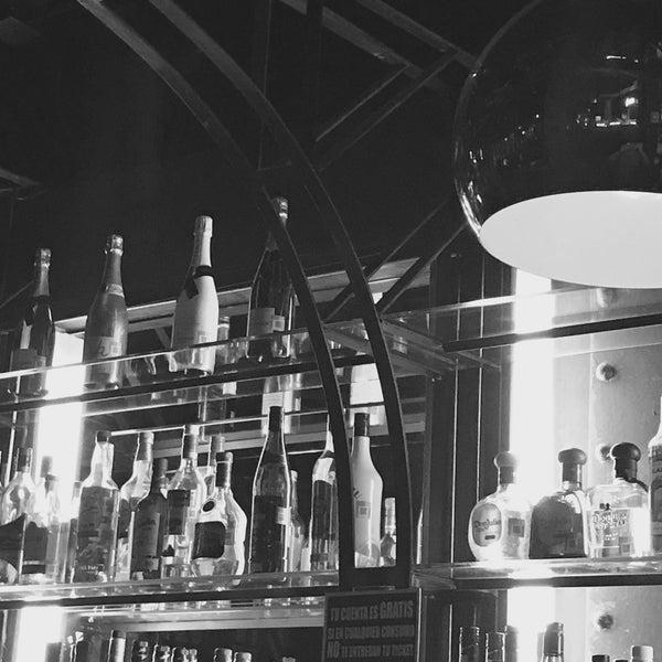 4/11/2017 tarihinde Waldemar A.ziyaretçi tarafından LOFT Drinkery & Food Station'de çekilen fotoğraf