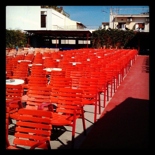 Photo prise au Cine Thisio par Paris K. le5/15/2013