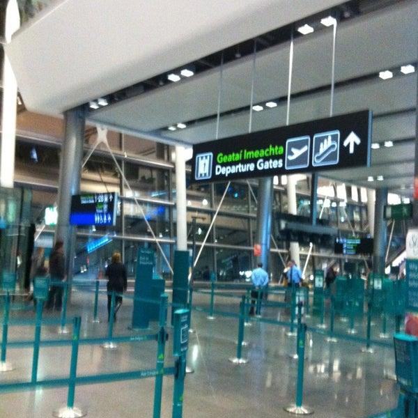 Foto tirada no(a) Aeroporto de Dublin (DUB) por Renee S. em 1/26/2013
