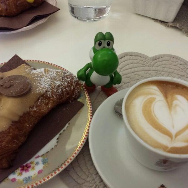 Das Foto wurde bei Antonella Dolci e Caffé von Mc Y. am 3/15/2014 aufgenommen