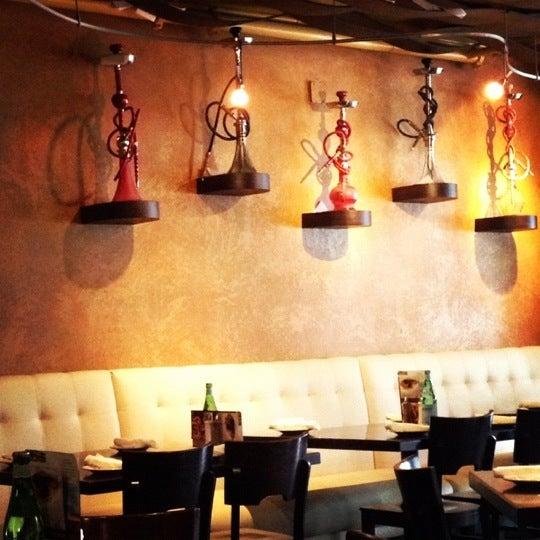 Foto tirada no(a) Acropolis Greek Taverna por Ruby L. em 11/16/2012