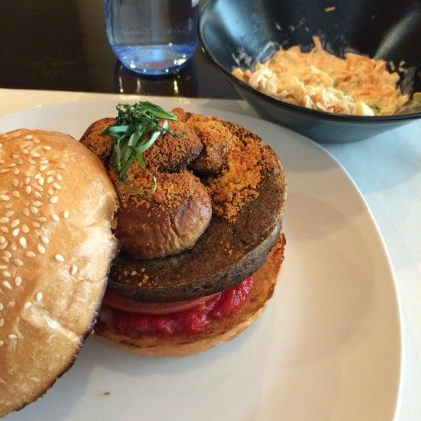 Hamburguesas vegetarianas diferentes y hechas por ellos. 👌🏼👌🏼👌🏼 menú por 11,50€ a escoger con patatas fritas caseras o coleslaw salad + bebida