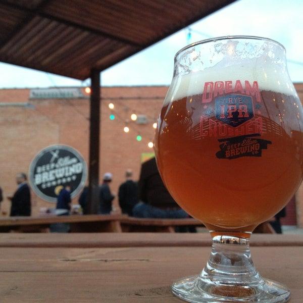 Foto diambil di Deep Ellum Brewing Company oleh Nikki pada 2/26/2013