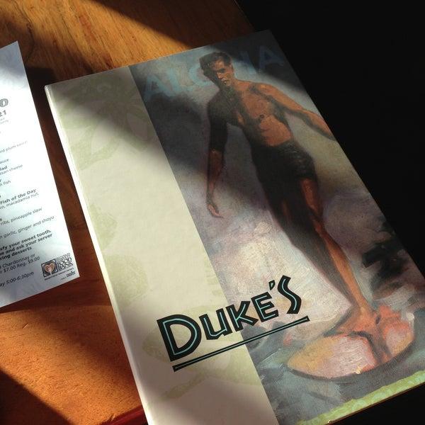 Foto tomada en Duke's por Jeffrey R. el 5/3/2013