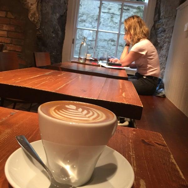 Foto diambil di Brew Lab Coffee oleh Marwa R. pada 9/10/2016