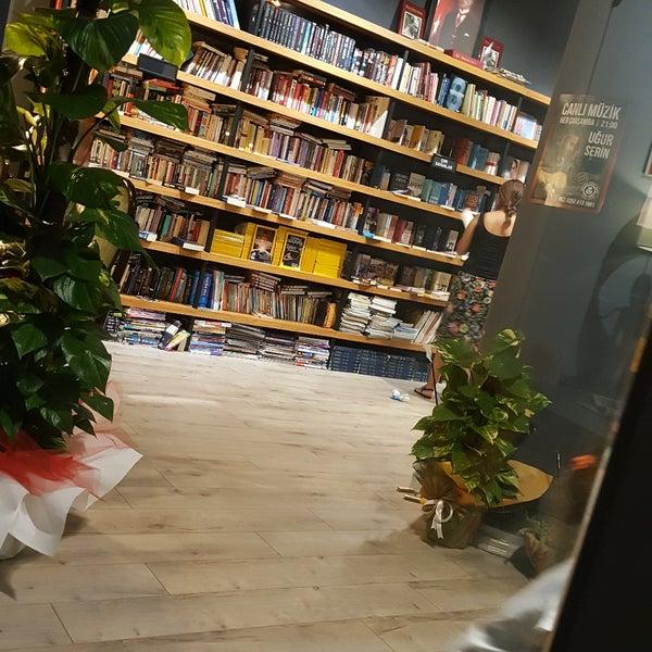 Fotos bei Serin Kültür Kitap & Kafe - Buchhandlung in Marmaris