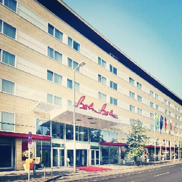 4/10/2013 tarihinde Алехандро К.ziyaretçi tarafından Hotel Berlin'de çekilen fotoğraf