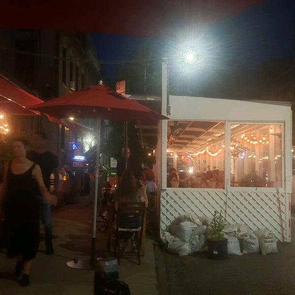 รูปภาพถ่ายที่ D.O.C. Wine Bar โดย Keisha F. เมื่อ 6/26/2021