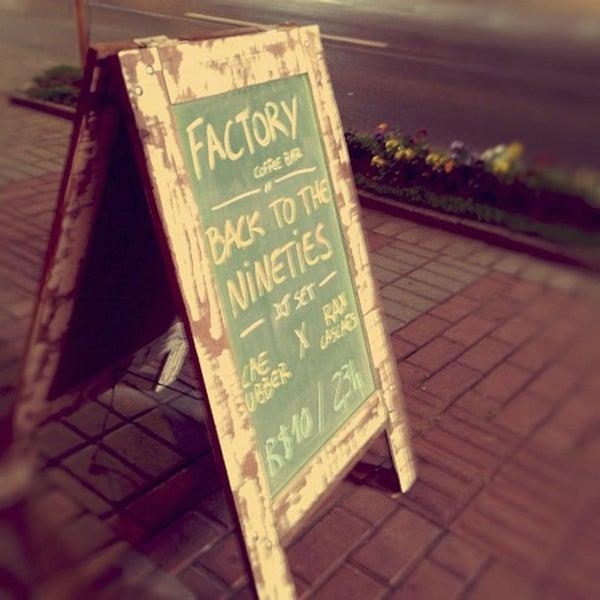 10/7/2012 tarihinde alexandre b.ziyaretçi tarafından Factory Coffee Bar'de çekilen fotoğraf