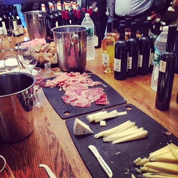 Photo prise au Flatiron Wines & Spirits - Manhattan par Diana M. le5/2/2014