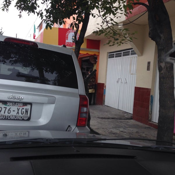 Foto tirada no(a) Tacos sarita por Efrain P. em 9/30/2015