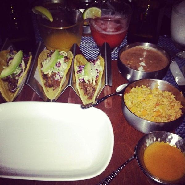 รูปภาพถ่ายที่ Maya Modern Mexican Kitchen + Lounge โดย Ulric K. เมื่อ 3/19/2013