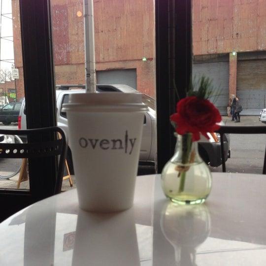 Das Foto wurde bei Ovenly von Daniel L. am 12/2/2012 aufgenommen