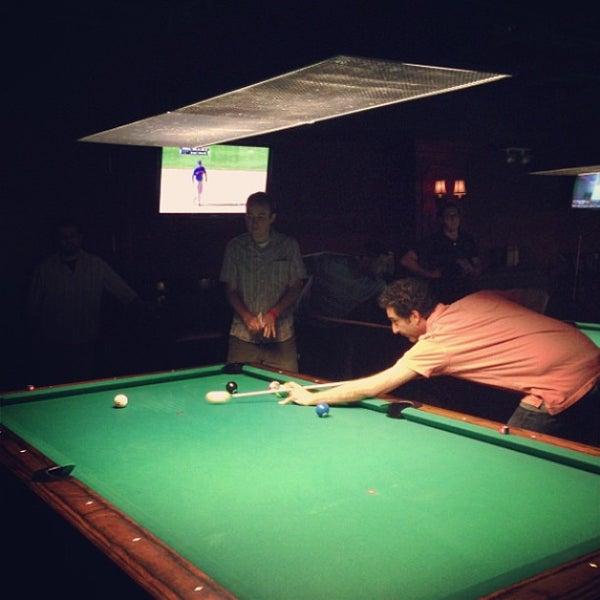 Foto tomada en Society Billiards + Bar por Daniel L. el 6/28/2013