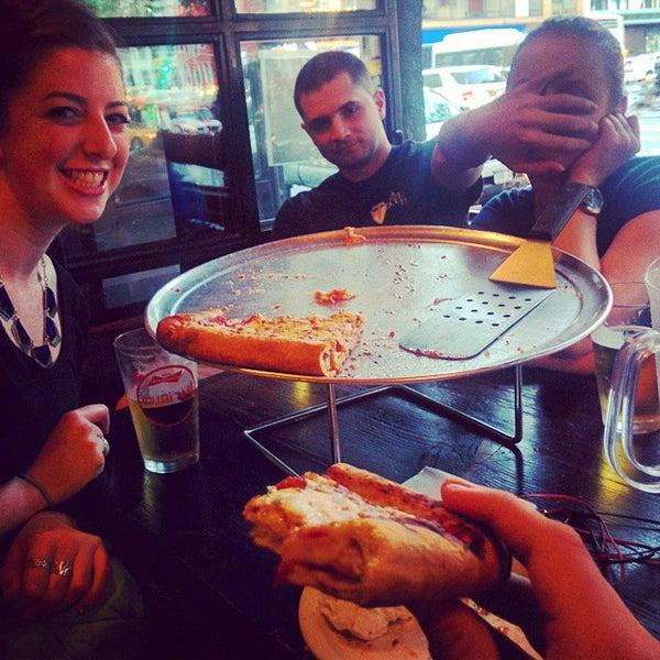 Foto scattata a The Pizza Pub da Aaron M. il 9/10/2014